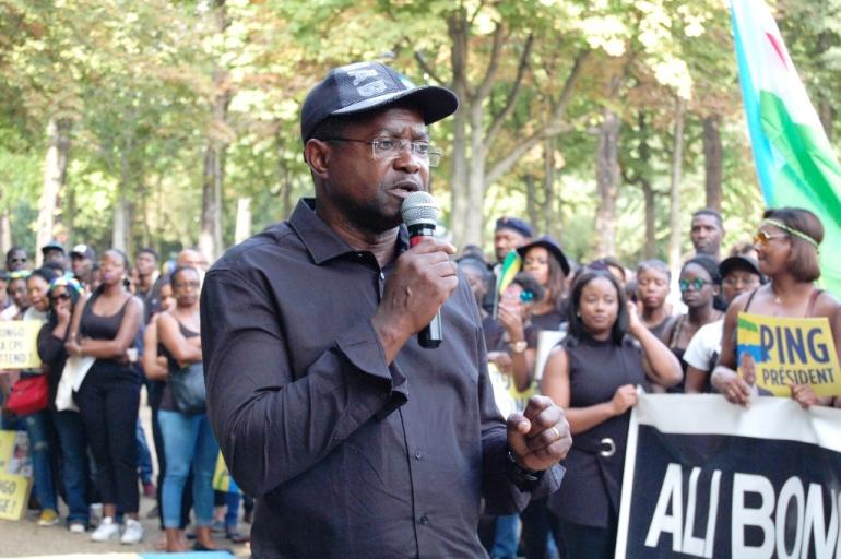 Jean-Jacques Eyi a pris la parole à la fin de la marche. Crédit : Sana Sbouai